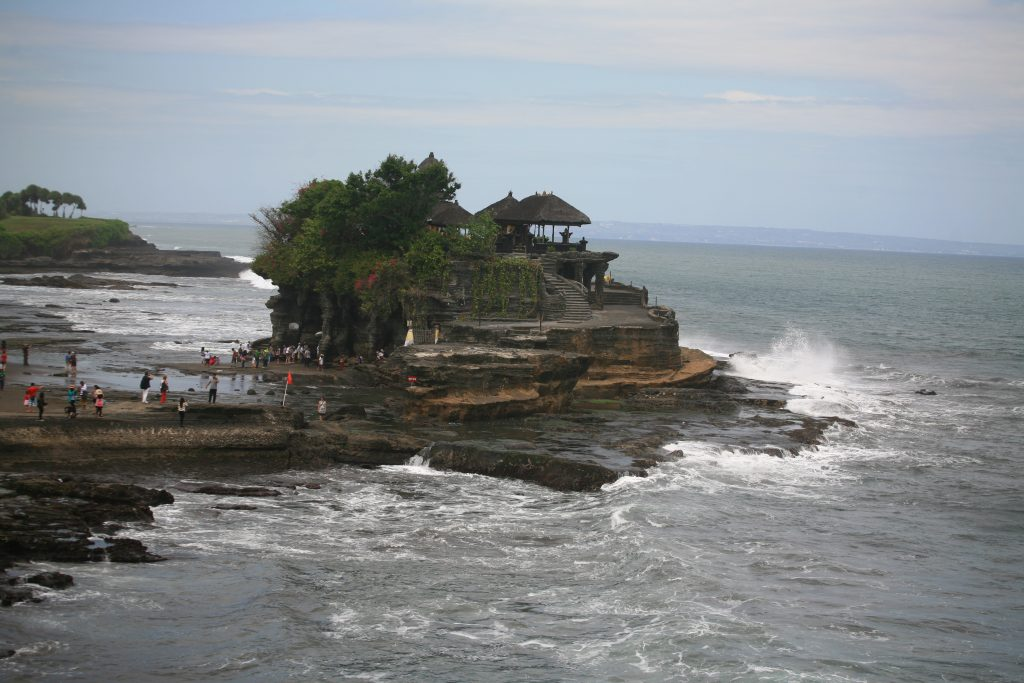 Храмът Тана Лот (Tanah Lot Temple)