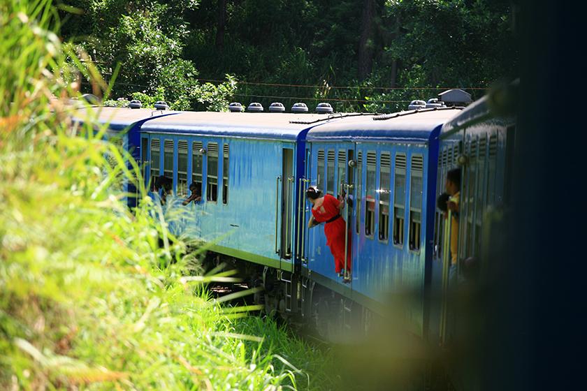 Влакът (The Train)