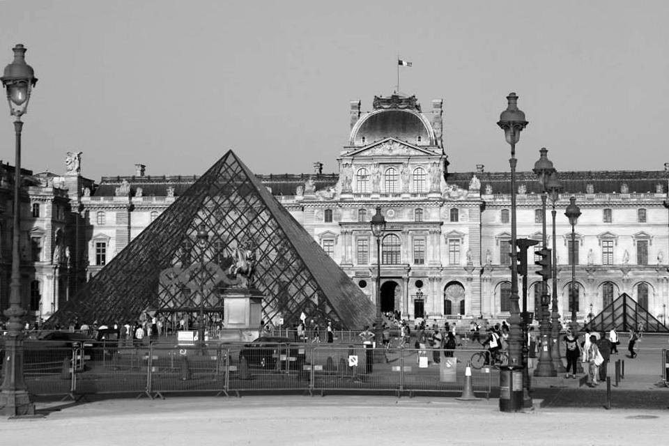 Лувърът в Париж / Louvre Museum, Paris