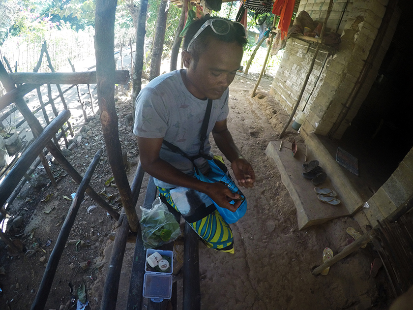 Preparing a Betel Nut, Tagbanua tribe